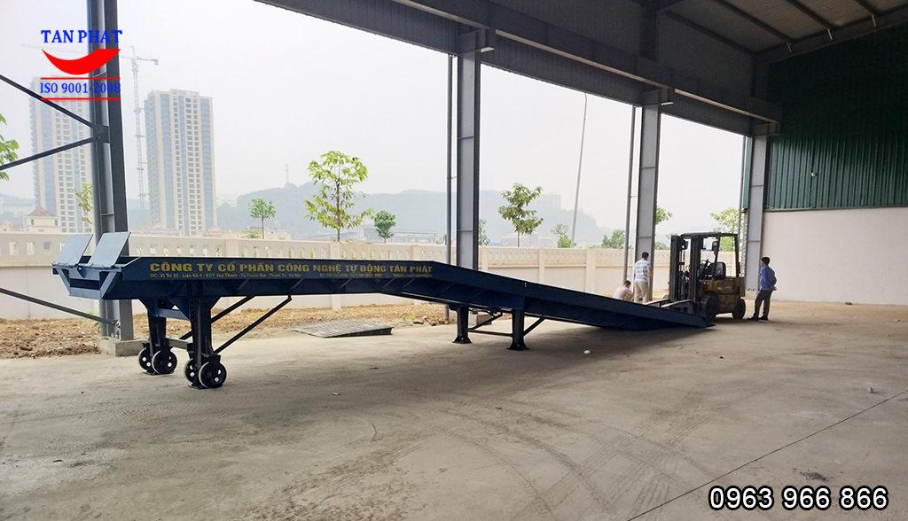 cầu lên container Tân Phát