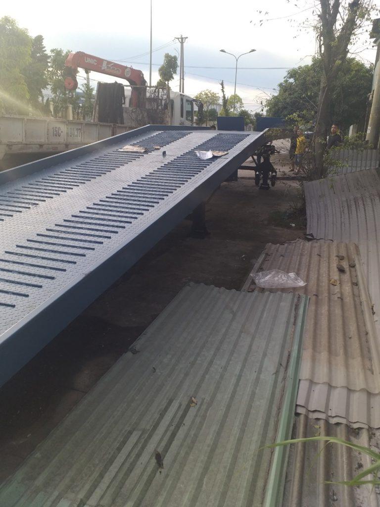 cầu lên container Quảng Ninh